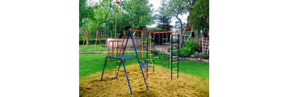 Оформление и обустройство детской площадки на даче